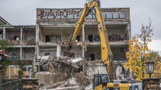 Eine Schule wird abgerissen
